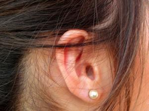 ear_woman400